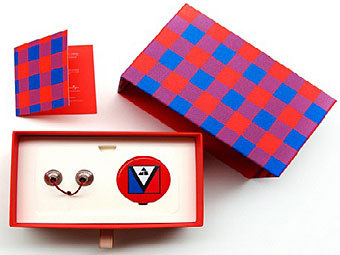 В Louis Vuitton разработали плеер-значок
