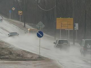 В связи со строительством развязки на трассе М-1 смоленским водителям советуют заранее выбирать пути объезда