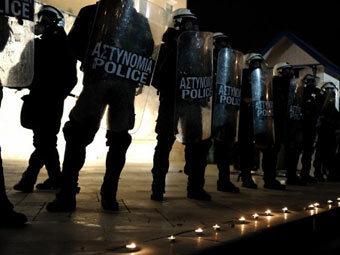 Греки устроили беспорядки из-за самоубийства пенсионера