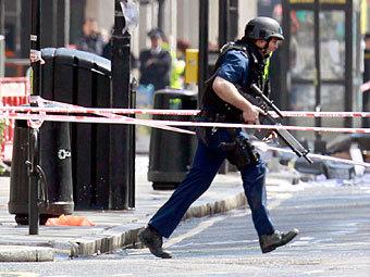 Лондонская полиция арестовала захватившего заложников мужчину