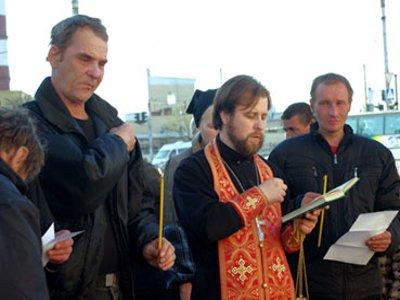 Возле кинотеатра «Партизан» отслужили панихиду по бомжам, не пережившим зиму