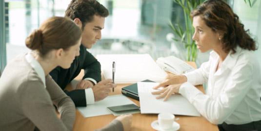 Приставы потребовали отменить брачный договор должника