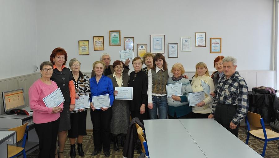 Первые выпускники курсов «Интернет для жизни и общения» получили сертификаты об окончании обучения
