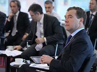 Медведев предложил поощрять граждан за доносы на коррупционеров