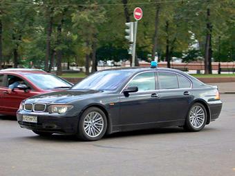 Чиновников пересадят на российские автомобили c 2013 года
