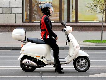 Госдума решила заставить владельцев скутеров сдавать на права