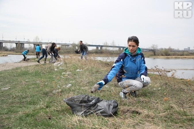 Мисс Россия-2012 Елизавета Голованова почистила берег Ангары от мусора