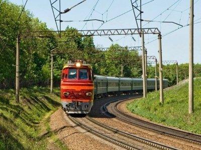 Под Сафоновом поезд сбил на переезде трактор