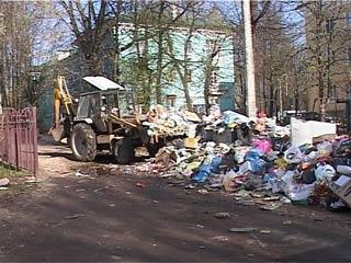 Смоленские коммунальщики наконец-то очистили город от мусора