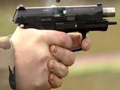 После ссоры с женой дачник из Москвы устроил стрельбу из трех видов оружия