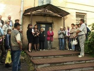 Жители ул. Октябрьской революции в Смоленске смогли отвоевать свой двор