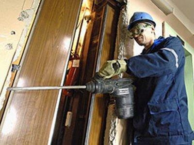 За три года в Смоленске отремонтируют полсотни лифтов