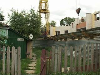 Жители нескольких старых частных домов Смоленска оказались в капкане новостроек