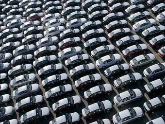 Продажи новых машин в России выросли на четверть