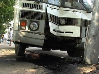 В Смоленске маршрутка врезалась в столб, много пострадавших