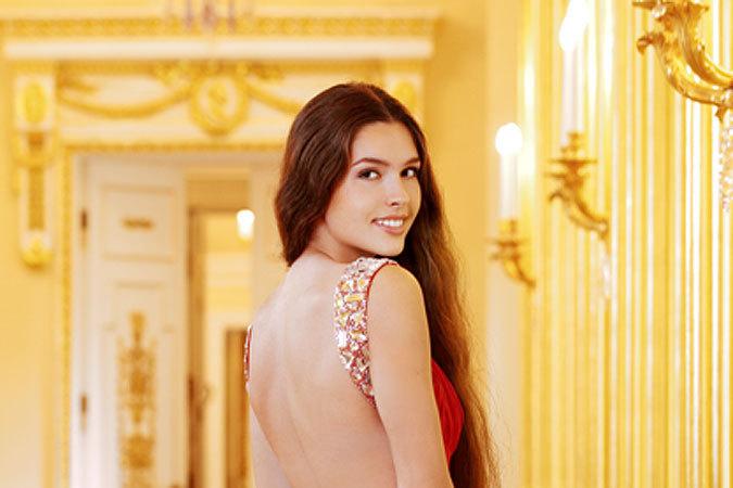 Смолянка Елизавета Голованова выбыла из борьбы на «Мисс Мира 2012»