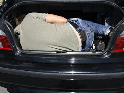 Взятый в заложники смолянин позвонил в полицию из багажника машины