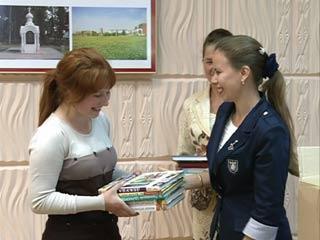 Благотворительная акция дала возможность подарить новые книги сотням юных смолян
