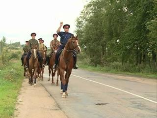 Конные казаки проехали по последнему участку Смоленской дороги