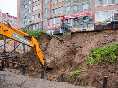 Из-за размытого ливнем грунта может просесть многоэтажка