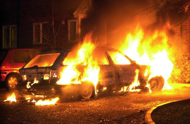 Житель Смоленска, подозреваемый в поджоге машин, отпущен под подписку о невыезде