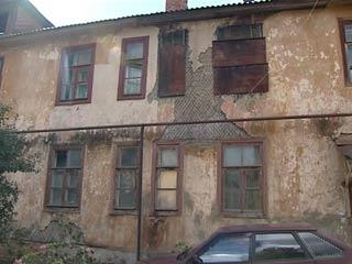 В Смоленске старые бараки вот-вот рухнут, а их жильцы все ждут расселения