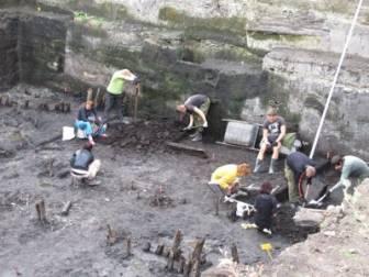 Археологам пришлось разобрать усадьбу XVII века, найденную на набережной