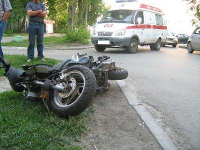 Из-за бродячего пса мотоциклист попал в больницу