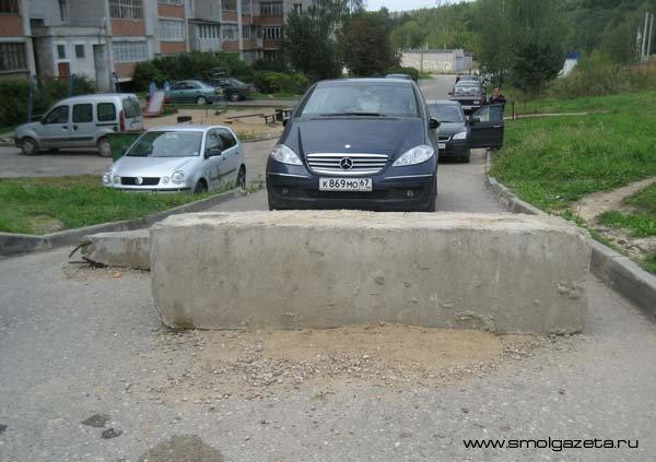 Дорожные войны-2: противостояние жильцов и автомобилистов в Смоленске продолжается