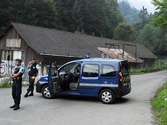 Членов британской семьи в Альпах убили из одного оружия