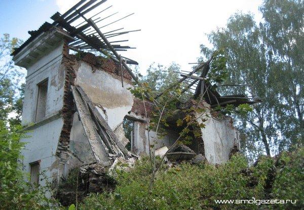 Дом на Краснофлотской грозит рухнуть на головы прохожим