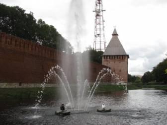 Спустя десятилетия в облцентре снова появился фонтан внутри водоема