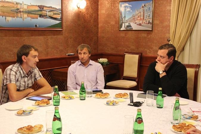 Смоленские спасатели-волонтеры встретились с губернатором