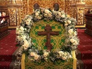Православные христиане отмечают праздник Воздвижения Креста Господня