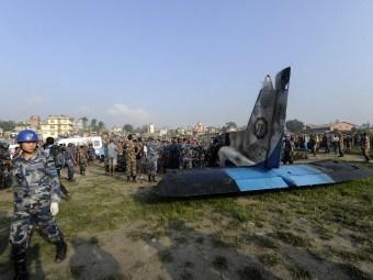 При крушении самолета в Непале погибли 19 человек