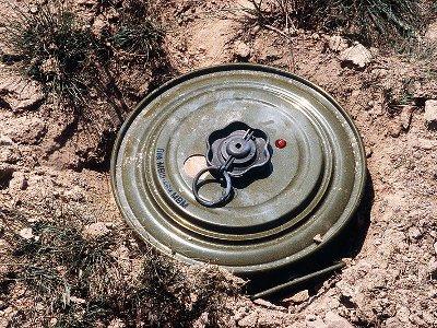 Подросток, занимавшийся поиском военных трофеев, подорвался на мине