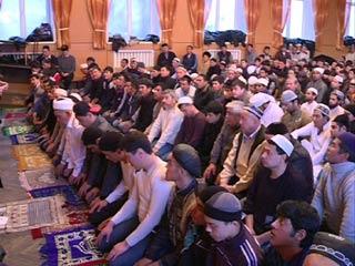 Смоленские мусульмане отмечают Курбан Байрам