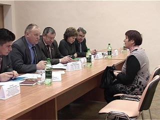 Жители поселка Хиславичи жалуются на проблемы аварийного жилья