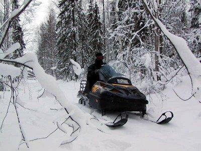 В Дорогобужском районе на снегоходе разбился житель Подмосковья