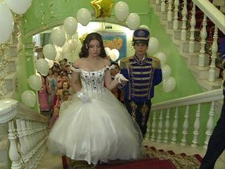 В Смоленске прошел костюмированный бал в завершение года Победы в войне с Наполеоном