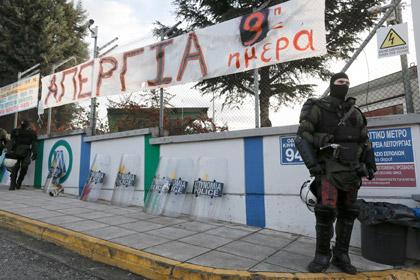 Греческая полиция штурмом взяла метро в Афинах