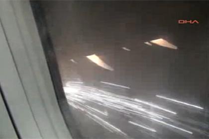В Турции пилот посадил самолет с горящим двигателем