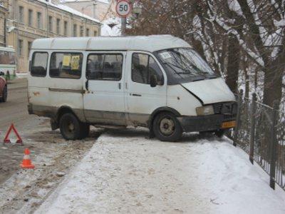 На Большой Советской водитель маршрутки устроил аварию