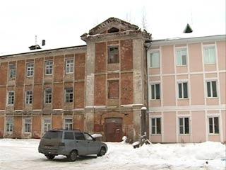 В Ярцеве людей поселили из ветхого жилья в дореволюционное здание бывшей казармы