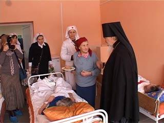 Смоляне получили рождественские подарки из рук епископа Пантелеимона
