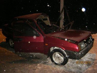 Пьяный водитель ВАЗа врезался в столб и попал в больницу