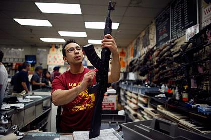 В США ажиотажный спрос на оружие привел к его дефициту