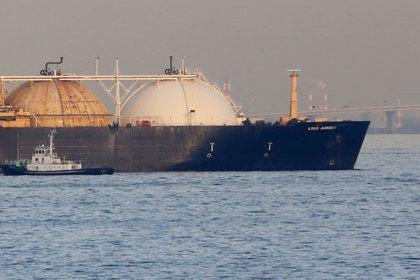 Нигерийские пираты угнали французский танкер