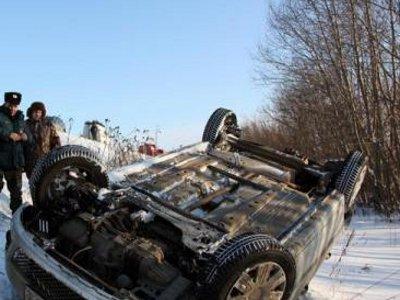 Непристегнутый водитель разбился, вылетев на «Форде» в кювет