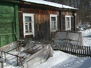 Жители Рославля добиваются переселения из аварийных бараков